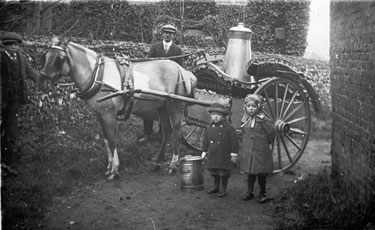 Frodsham: Milk delivery horse and cart.