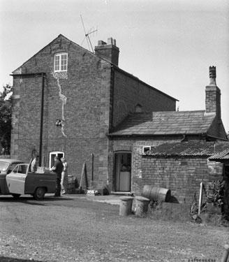 Frodsham: Unknown old farm buildings