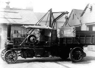 Foden: Five ton steam wagon with crane