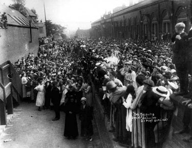 Port Sunlight: Send off for First World War troops