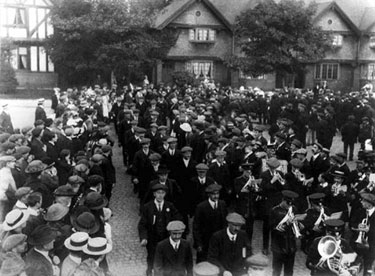 Port Sunlight: Men Enlisting for the Front
