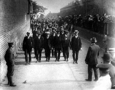 Port Sunlight: Enlisting Men on the March