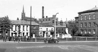 Macclesfield: War Memorial, Park Green