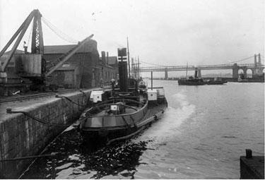 Manchester Ship Canal: Tug at Runcorn