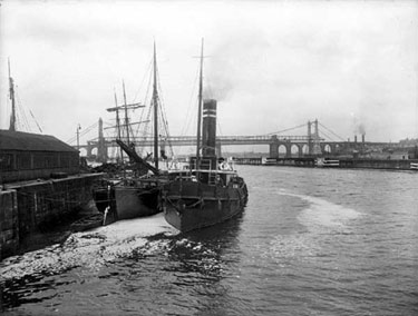 Manchester Ship Canal: Vessels at Runcorn