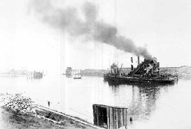Manchester Ship Canal: Dredger at Ellesmere Port