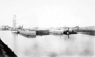 Eastham: Eastham Locks