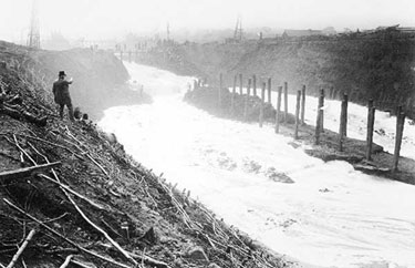 Manchester Ship Canal: Letting in the Water