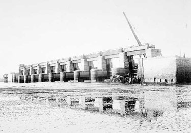 Manchester Ship Canal: Sluices at Weston