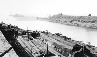 Manchester Ship Canal: Embankment Tipping at Runcorn
