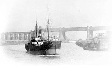 Manchester Ship Canal: Ship at Runcorn