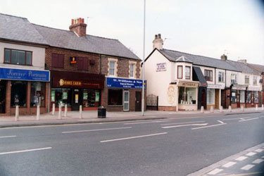 Ellesmere Port: Shops in Chester Road