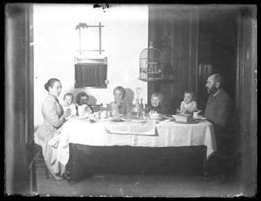 USA, New York, Bayridge: Family meal with pet bird